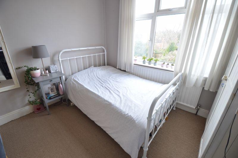 4 bedroom Semi-Detached  to buy in Wardown Crescent, Luton - Photo 13