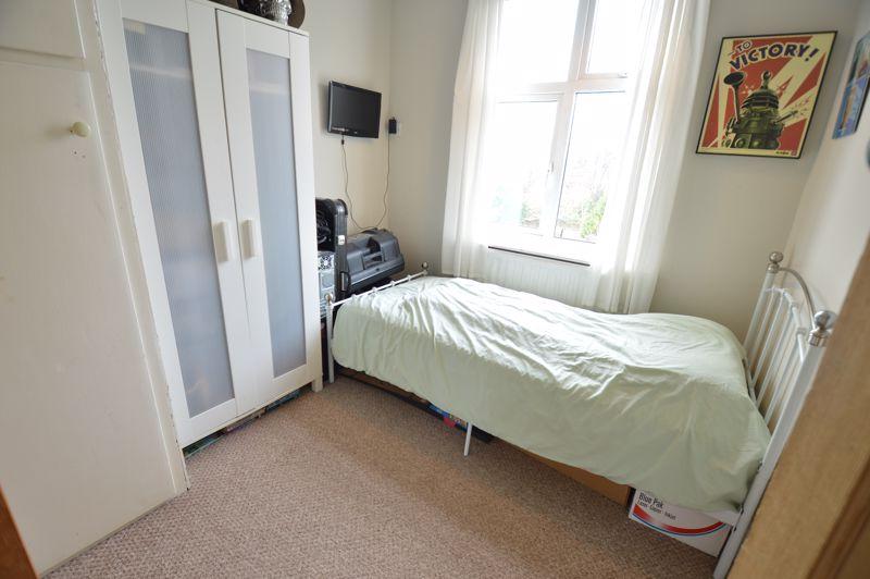 4 bedroom Semi-Detached  to buy in Wardown Crescent, Luton - Photo 14