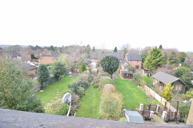 4 bedroom Semi-Detached  to buy in Wardown Crescent, Luton - Photo 15