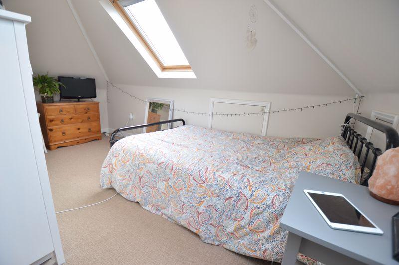 4 bedroom Semi-Detached  to buy in Wardown Crescent, Luton - Photo 16