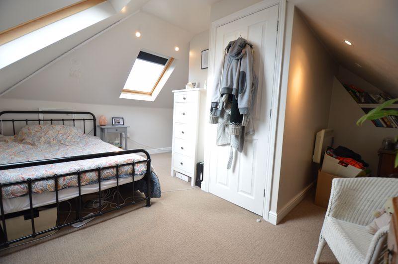 4 bedroom Semi-Detached  to buy in Wardown Crescent, Luton - Photo 17