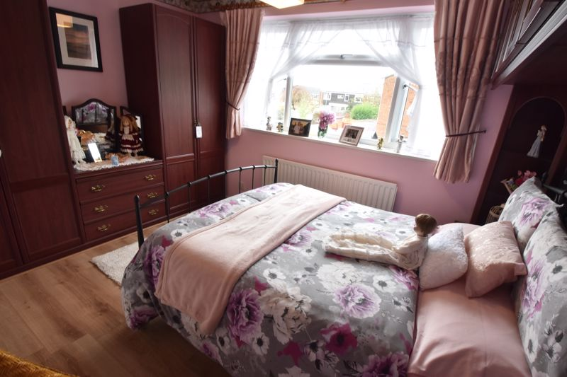 3 bedroom End Terrace to buy in Telscombe Way, Luton - Photo 2