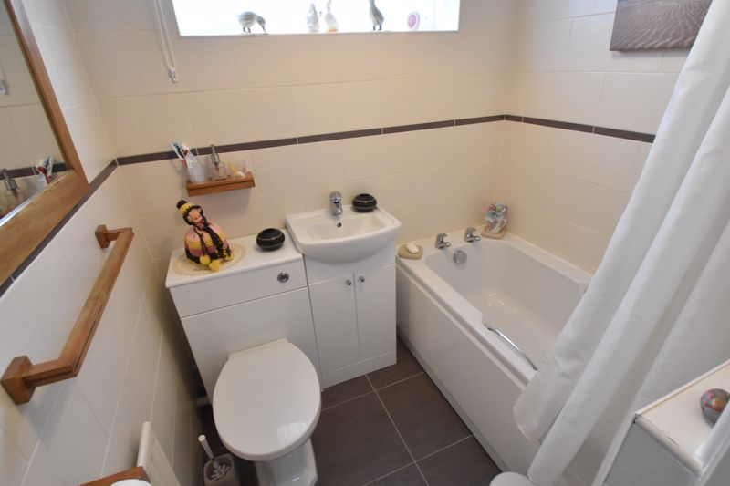 3 bedroom End Terrace to buy in Telscombe Way, Luton - Photo 5