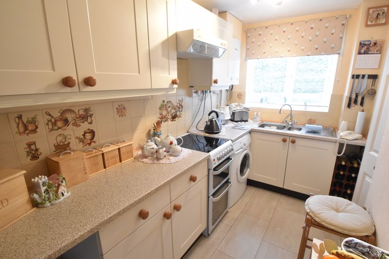 3 bedroom End Terrace to buy in Telscombe Way, Luton - Photo 6