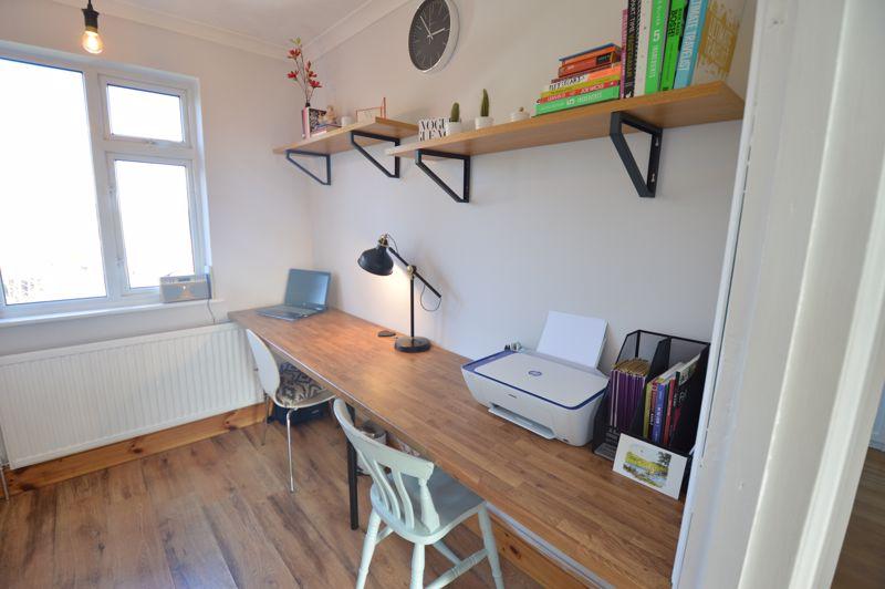 3 bedroom Semi-Detached  to buy in Cowper Street, Luton - Photo 8