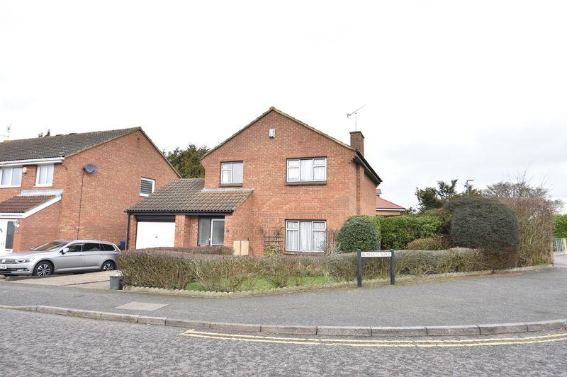 4 bedroom Detached  to buy in Blaydon Road, Luton
