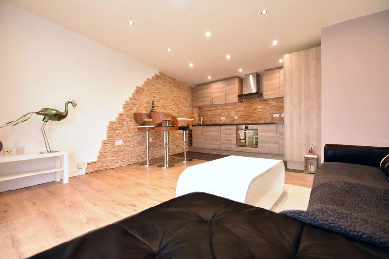 2 bedroom Flat to buy in Foxglove Way, Luton - Photo 4