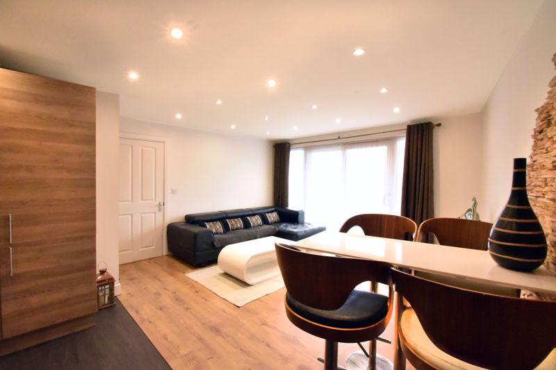 2 bedroom Flat to buy in Foxglove Way, Luton - Photo 5