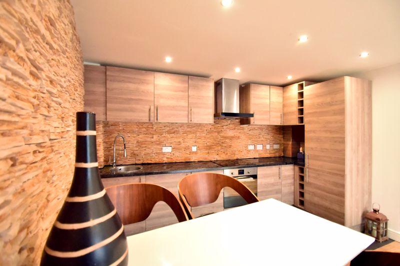 2 bedroom Flat to buy in Foxglove Way, Luton - Photo 6