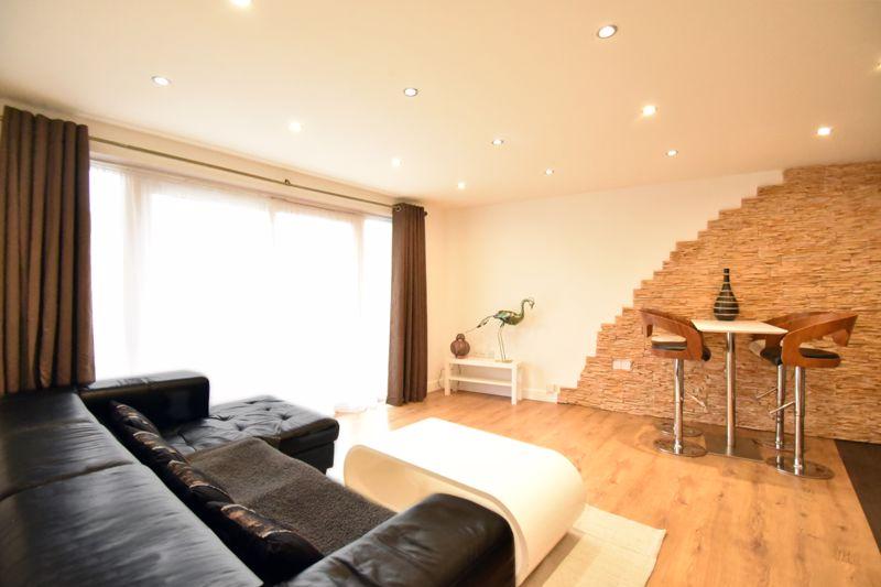 2 bedroom Flat to buy in Foxglove Way, Luton - Photo 7