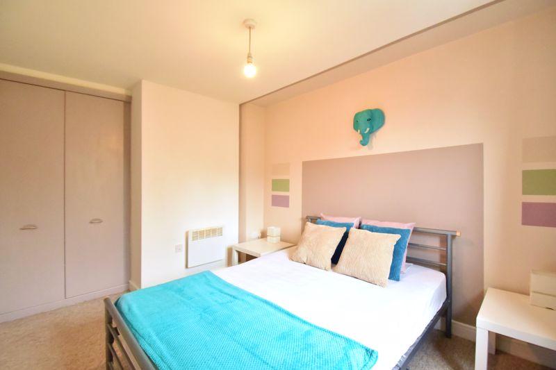 2 bedroom Flat to buy in Foxglove Way, Luton - Photo 8