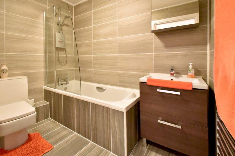 2 bedroom Flat to buy in Foxglove Way, Luton - Photo 17