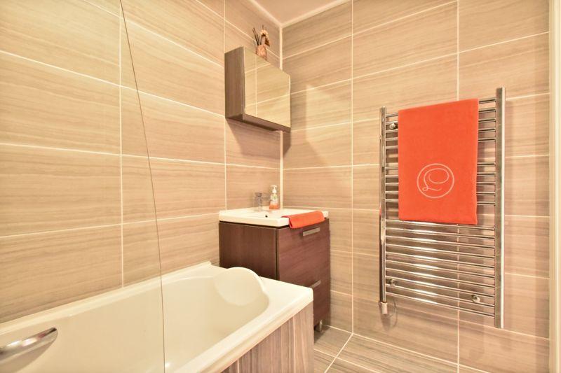 2 bedroom Flat to buy in Foxglove Way, Luton - Photo 18
