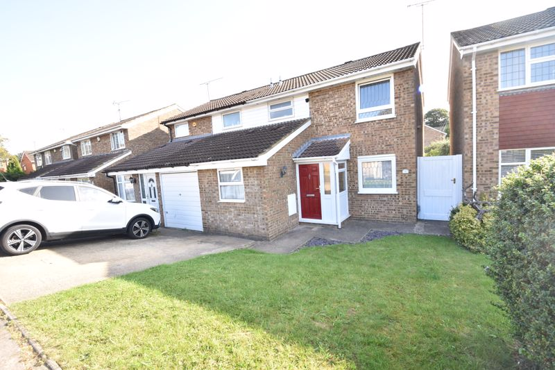 3 bedroom Semi-Detached  to rent in Brill Close, Luton