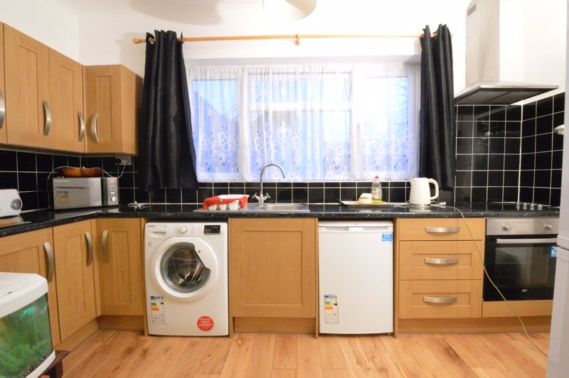 1 bedroom Maisonette to buy in New Bedford Road, Luton - Photo 5