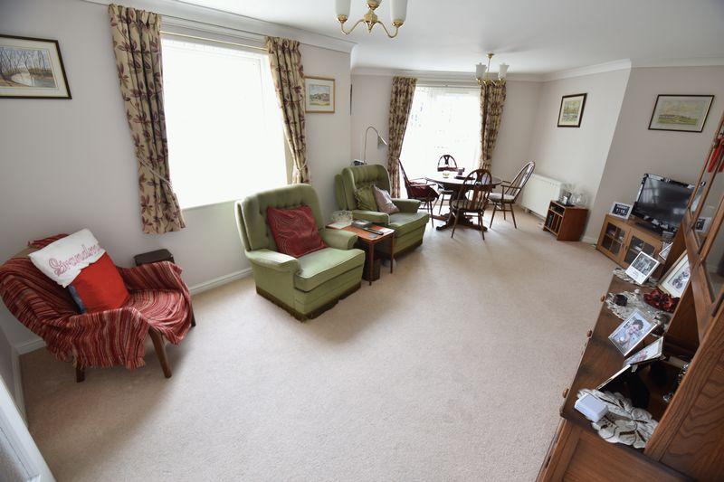 2 bedroom Retirement to buy in Lucas Gardens, Luton - Photo 4