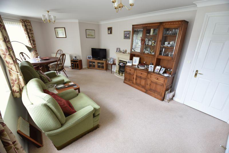2 bedroom Retirement to buy in Lucas Gardens, Luton - Photo 6
