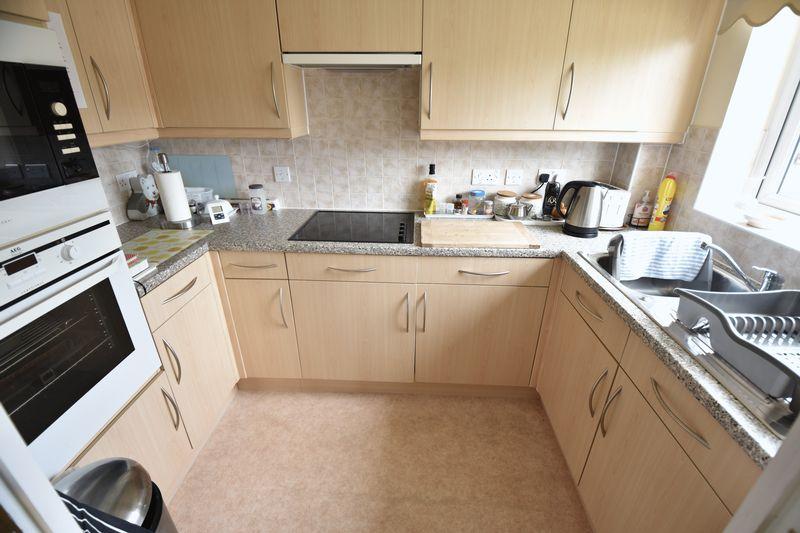 2 bedroom Retirement to buy in Lucas Gardens, Luton - Photo 8