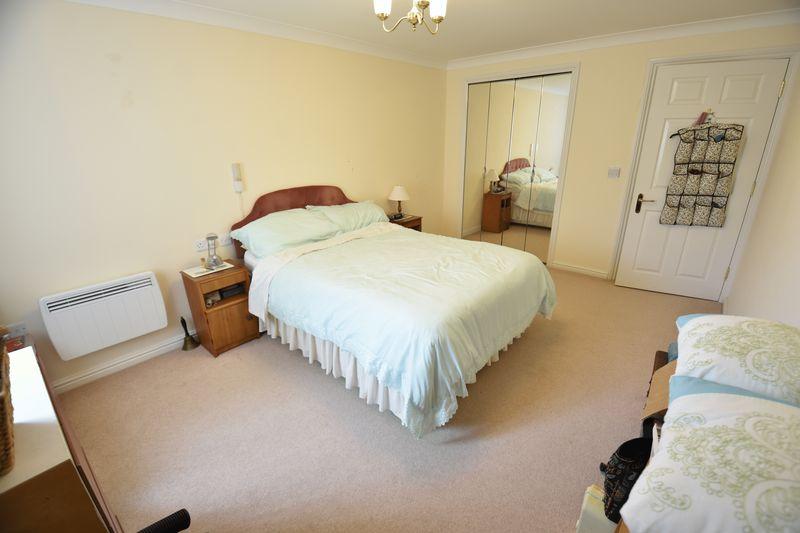 2 bedroom Retirement to buy in Lucas Gardens, Luton - Photo 9