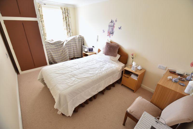 2 bedroom Retirement to buy in Lucas Gardens, Luton - Photo 11
