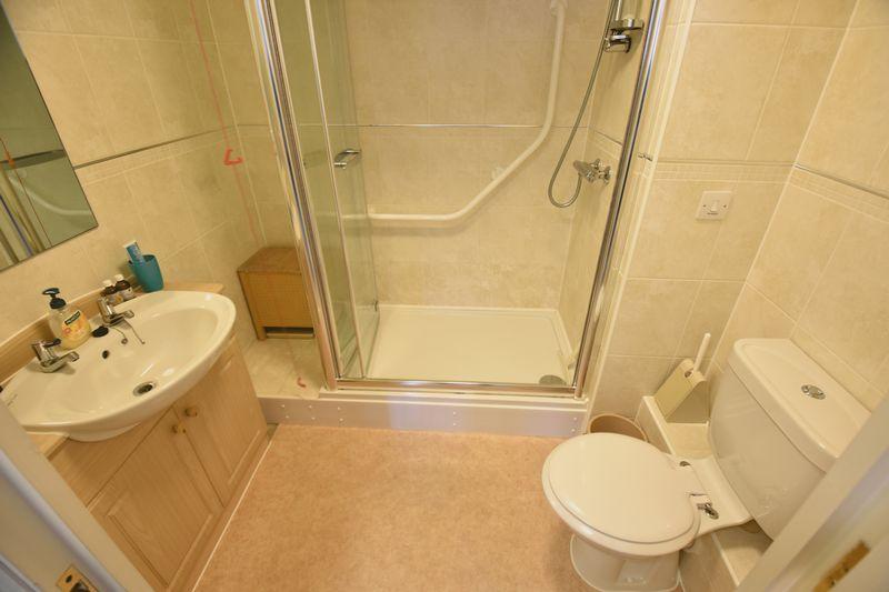 2 bedroom Retirement to buy in Lucas Gardens, Luton - Photo 12