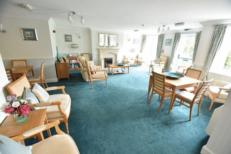 2 bedroom Retirement to buy in Lucas Gardens, Luton - Photo 14