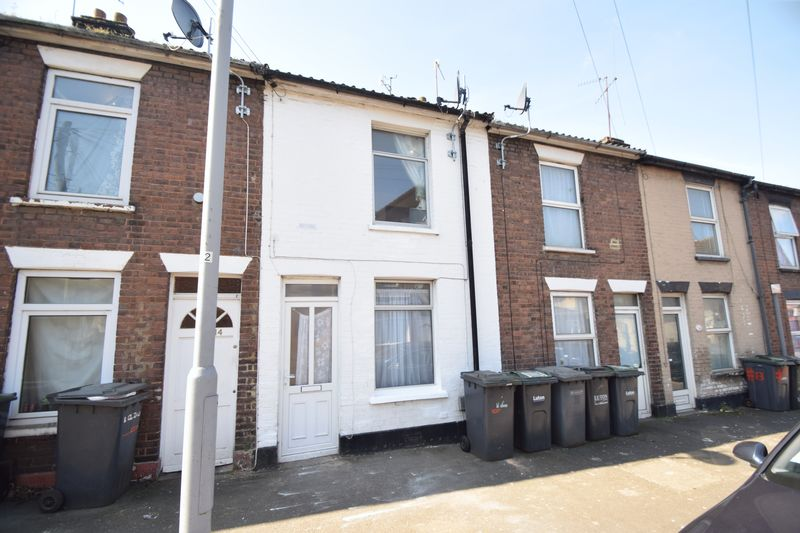 2 bedroom Mid Terrace to rent in Hartley Road, Luton