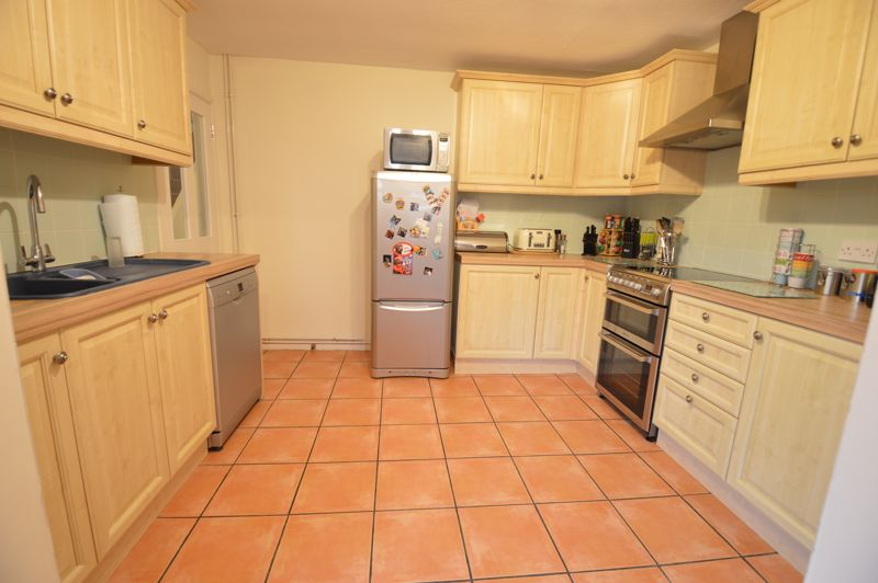 4 bedroom Semi-Detached  to buy in Dunsby Road, Luton - Photo 12