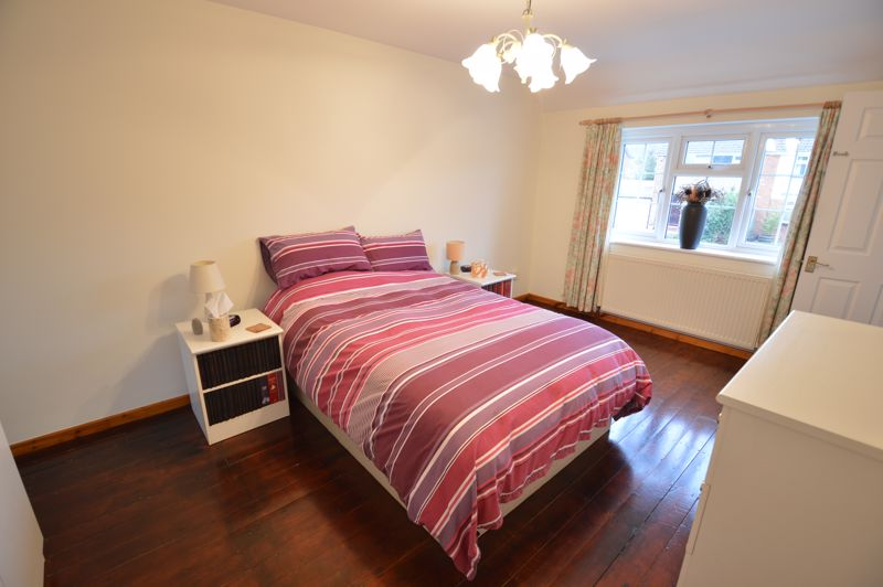 4 bedroom Semi-Detached  to buy in Dunsby Road, Luton - Photo 14