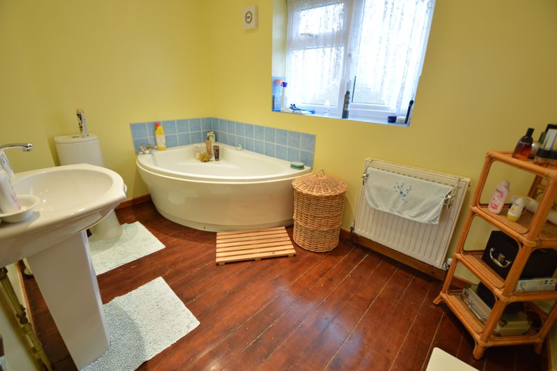 4 bedroom Semi-Detached  to buy in Dunsby Road, Luton - Photo 15