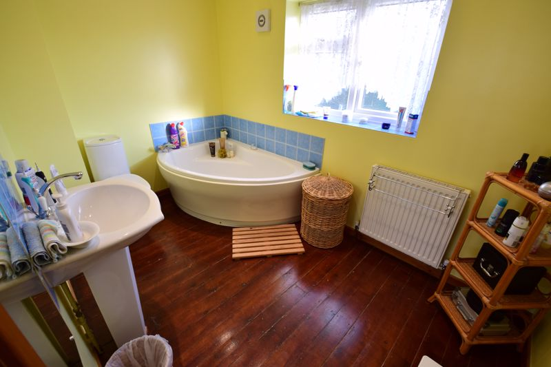 4 bedroom Semi-Detached  to buy in Dunsby Road, Luton - Photo 11