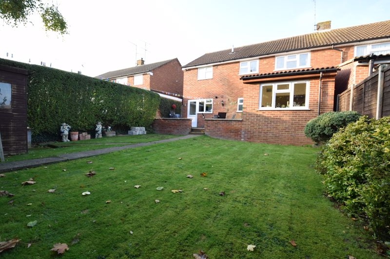 4 bedroom Semi-Detached  to buy in Dunsby Road, Luton - Photo 13