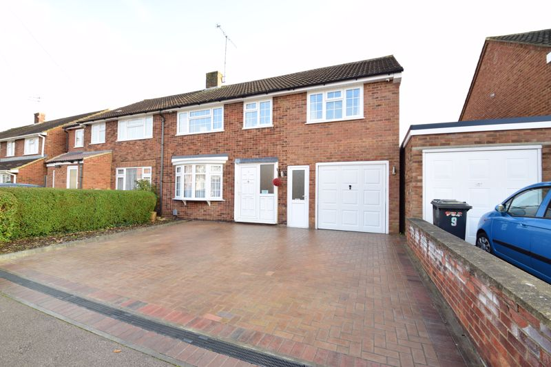 4 bedroom Semi-Detached  to buy in Dunsby Road, Luton