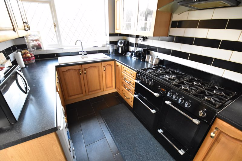 3 bedroom Semi-Detached  to buy in Silecroft Road, Luton - Photo 5