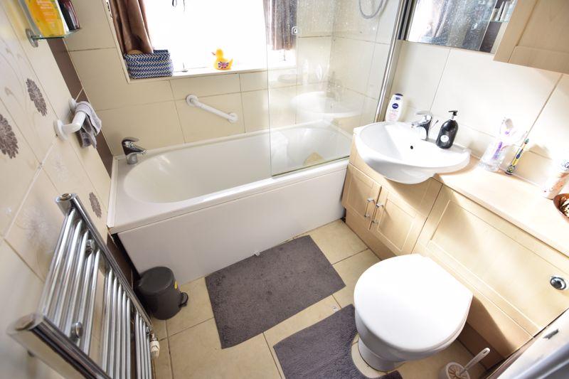 3 bedroom Semi-Detached  to buy in Silecroft Road, Luton - Photo 11