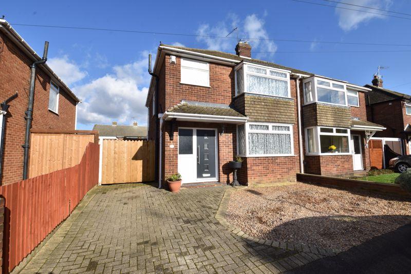 3 bedroom Semi-Detached  to buy in Silecroft Road, Luton - Photo 1