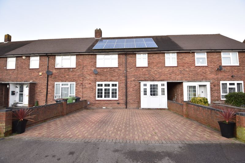 4 bedroom Mid Terrace to buy in Castle Croft Road, Luton