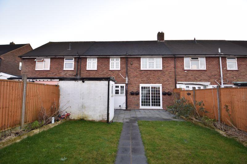 4 bedroom Mid Terrace to buy in Castle Croft Road, Luton - Photo 8