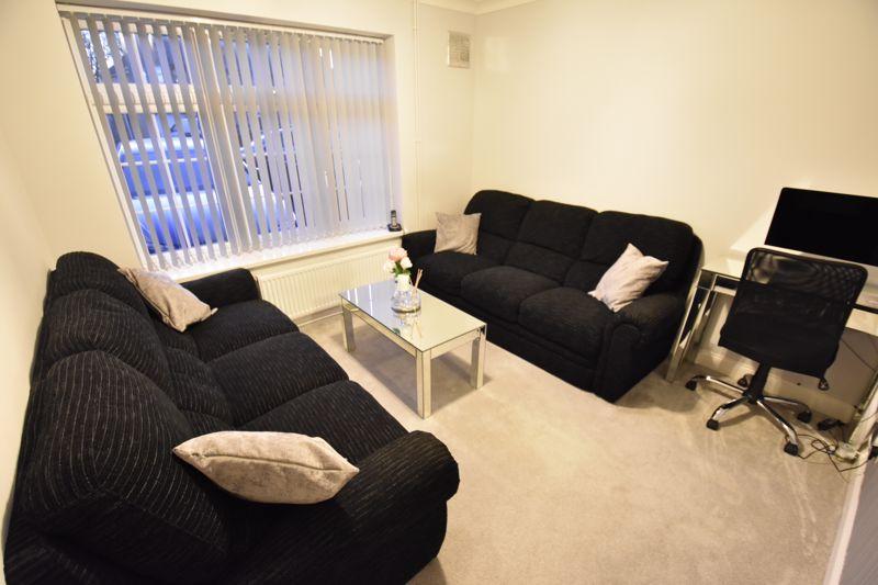4 bedroom Mid Terrace to buy in Castle Croft Road, Luton - Photo 4