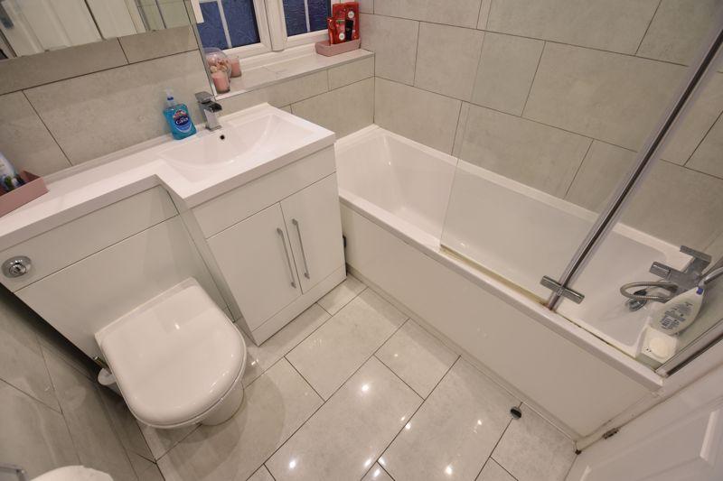 4 bedroom Mid Terrace to buy in Castle Croft Road, Luton - Photo 9