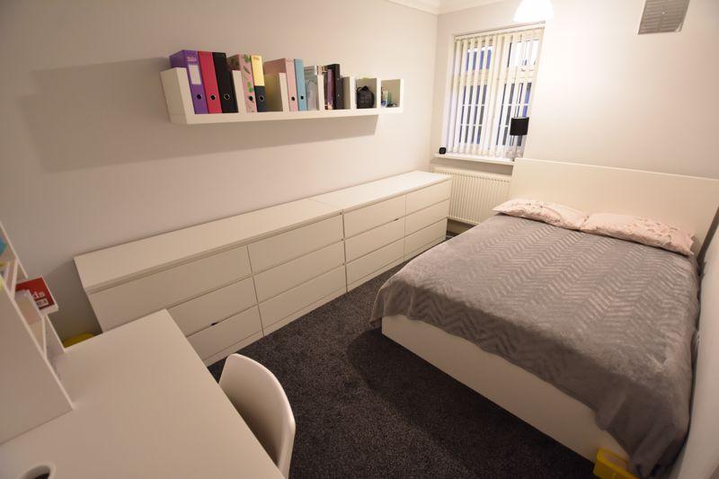 4 bedroom Mid Terrace to buy in Castle Croft Road, Luton - Photo 12