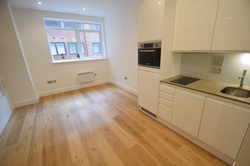 1 bedroom Flat to rent in Park Street West, Luton - Photo 1