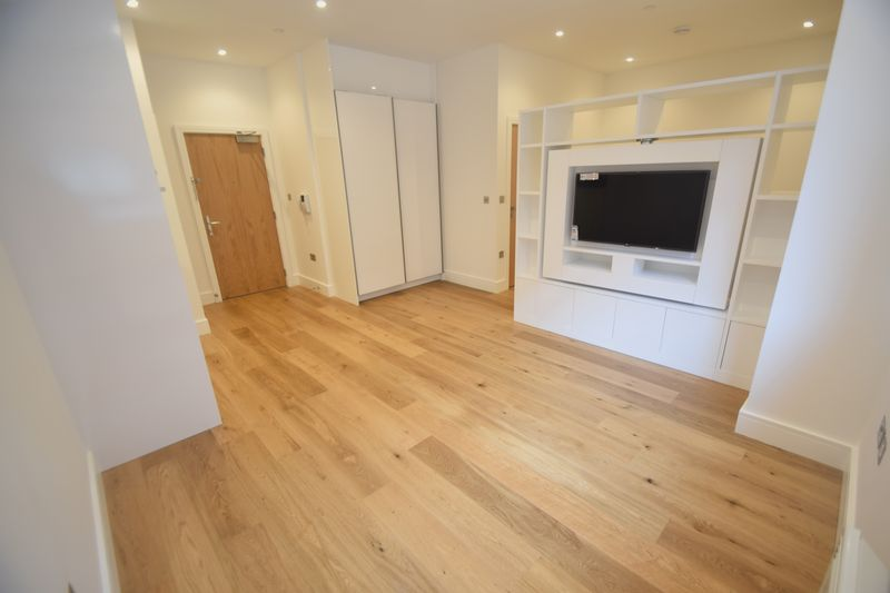 1 bedroom Flat to rent in Park Street West, Luton - Photo 3