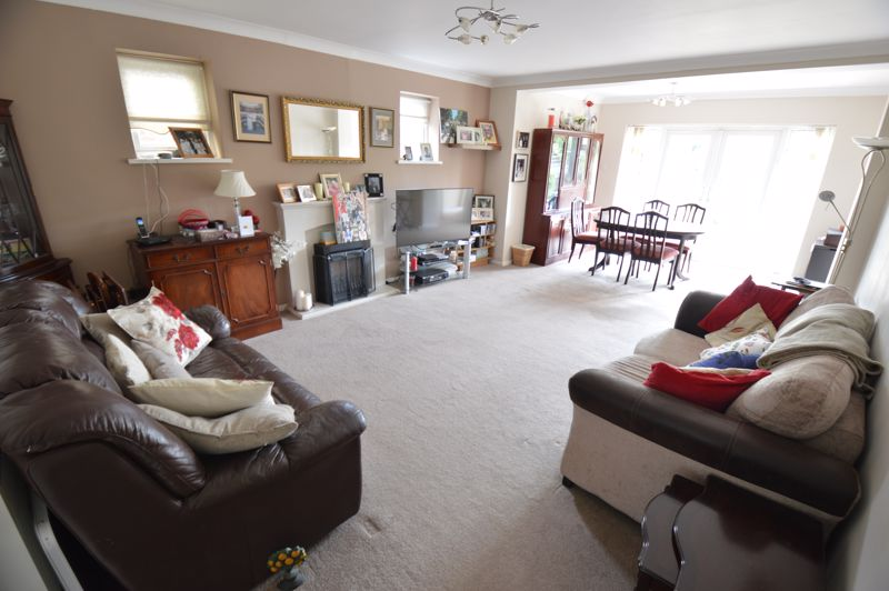 3 bedroom Bungalow to buy in Ashcroft Road, Luton - Photo 2