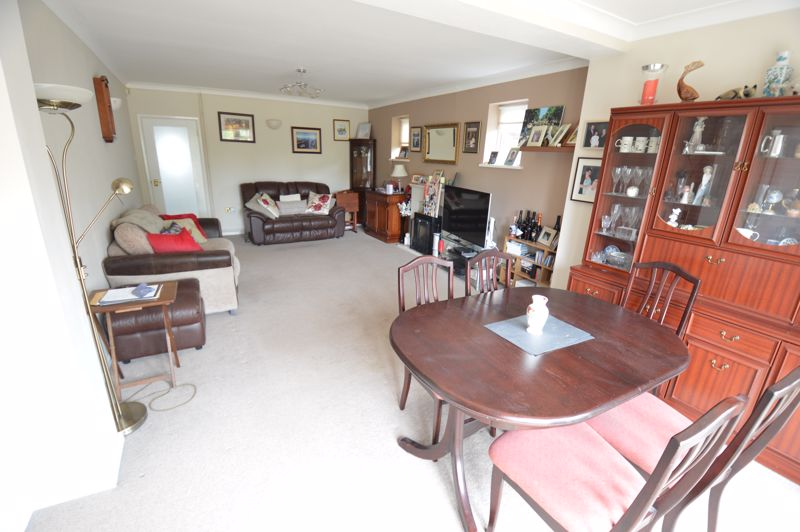 3 bedroom Bungalow to buy in Ashcroft Road, Luton - Photo 4