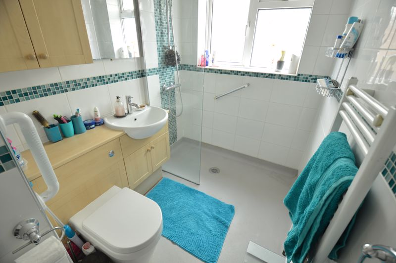 3 bedroom Bungalow to buy in Ashcroft Road, Luton - Photo 11