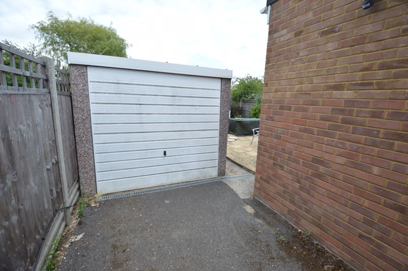 3 bedroom Bungalow to buy in Ashcroft Road, Luton - Photo 13