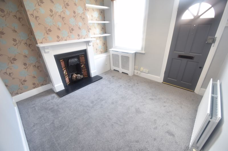 2 bedroom Mid Terrace to rent in North Street, Luton - Photo 2