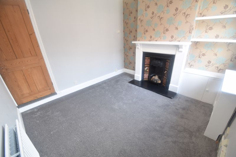2 bedroom Mid Terrace to rent in North Street, Luton - Photo 3