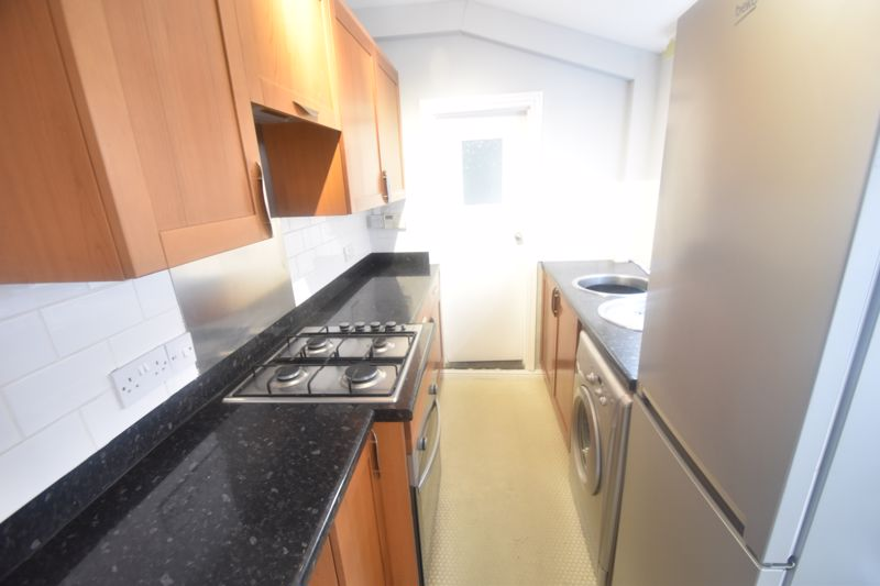 2 bedroom Mid Terrace to rent in North Street, Luton - Photo 4